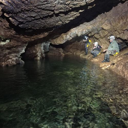 Espeleología en la Cueva de Los Chorros